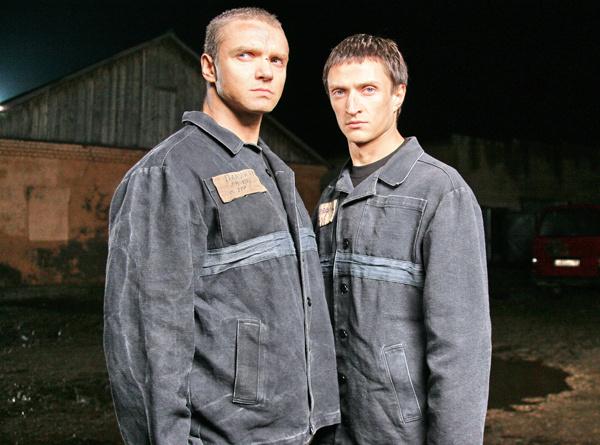 Актер Владимир Епифанцев уже играл заключенных, а Юрий Чурсин не раз изображал в кино жертву.