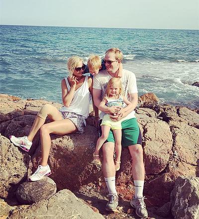 Андрей Бурковский с семьей, фото