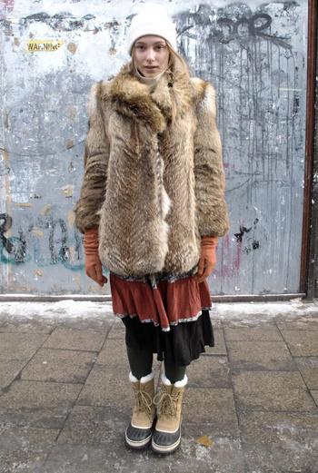 Лондон, этника, уют. Девушка знает не только как выглядеть стильно, но и как не продрогнуть в морозный день.