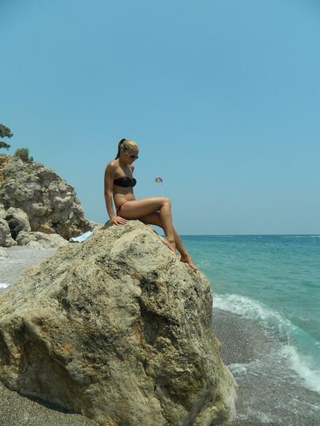 Девушки на пляже переодеваются 35
