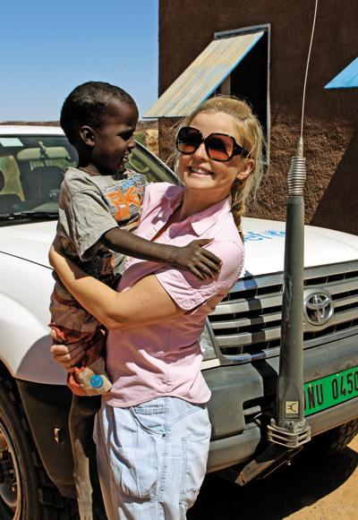 «Дети должны быть здоровы и счастливы – независимо от того, какого цвета их кожа, в какой стране они живут и какую религию исповедуют их родители, - говорит Татьяна Арно, - Совместная программа UNICEF и Pampers дает возможность людям по всему миру помочь детям, и тем самым проявить свою гражданскую позицию».