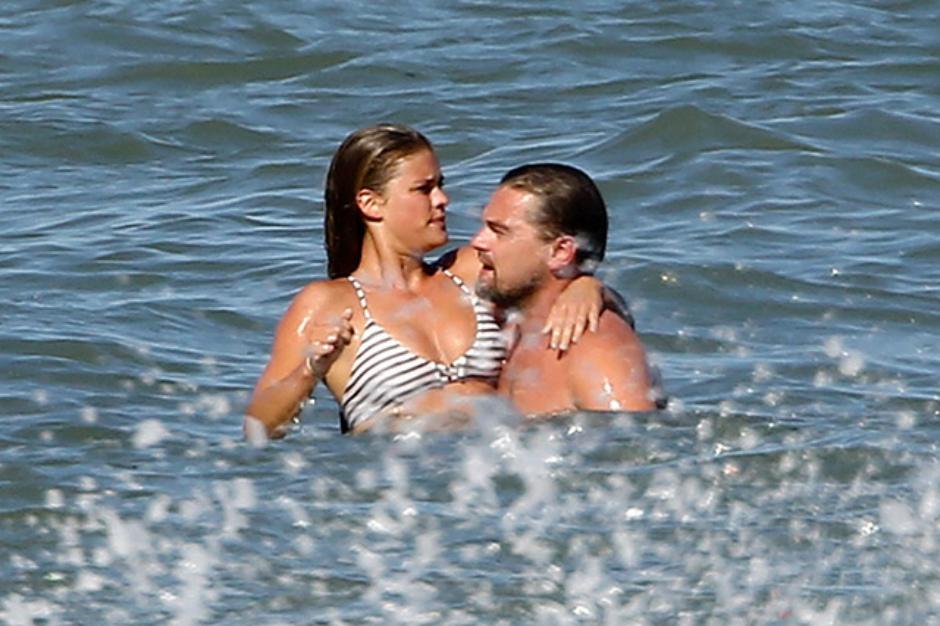 Леонардо диКаприо имодель Нина Агдал «попались» целующимися на береге