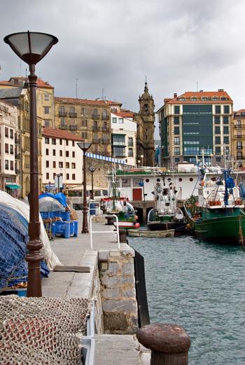 Сан-Себастьян - очаровательный морской курорт, на котором можно отдохнуть за вполне приемлемые деньги.