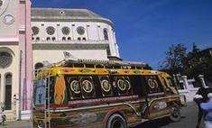 В Индии в реку смыло переполненный автобус