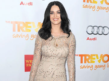 Кэти Перри (Katy Perry) задумалась о собственной модной линии и решила подражать Гвен Стефани и Дите Фон Тиз
