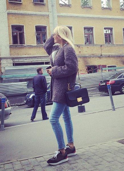 Валерия в пальто из меха