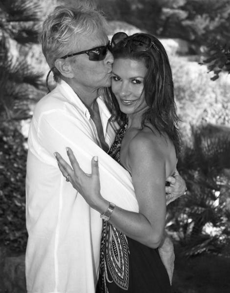 Майкл Дуглас и Кэтрин Зета-Джонс отметили 15 лет со дня свадьбы