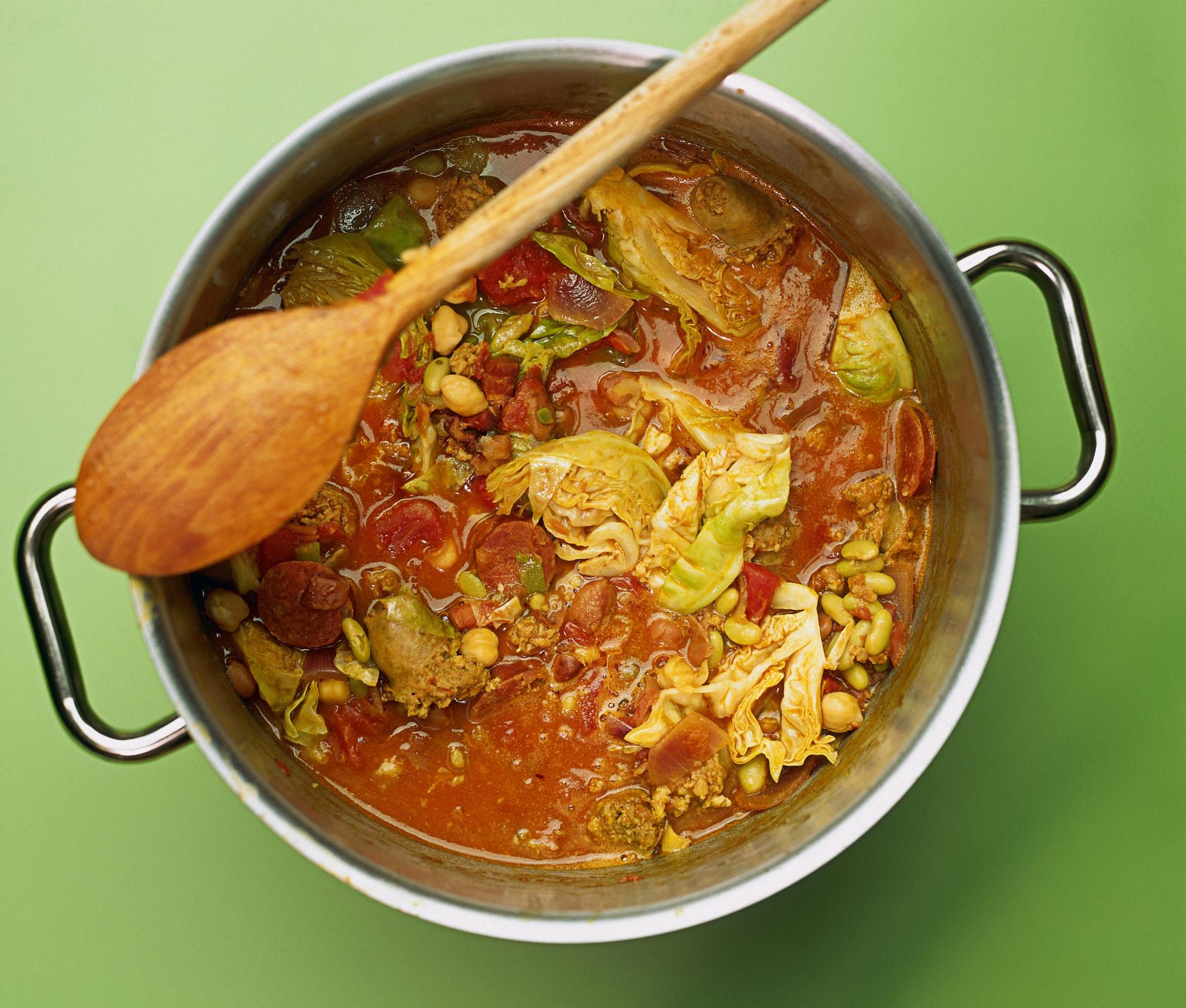 как приготовить вкусную солянку из капусты с мясом