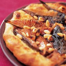 Пирог с инжиром и кедровыми орехами