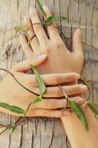 Ухаживать за ногтями во время беременности нужно особенно тщательно
