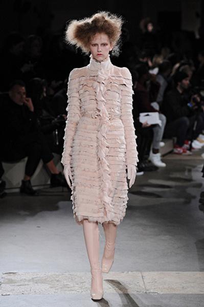 Неделя моды в Париже: показы Alexander McQueen и Paul & Joe ready-to-wear осень — зима 2015-2016   галерея [1] фото [10]