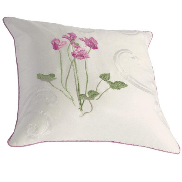 Декоративная подушка Cyclamen с вышивкой, Yves Delorme, салоны Yves Delorme.