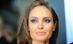 Смотреть всем: фото Анджелины Джоли в паспорте!