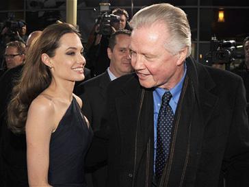"""Анджелина Джоли и Джон Войт на премьере фильма """"В краю крови и меда"""""""