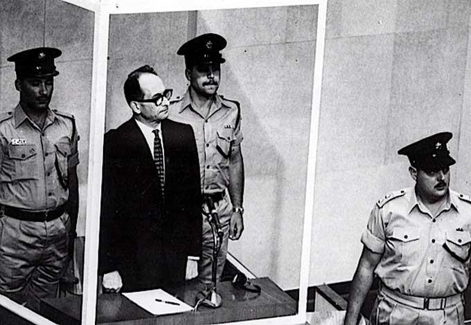 Адольф Эйхман в суде, 1960 г.