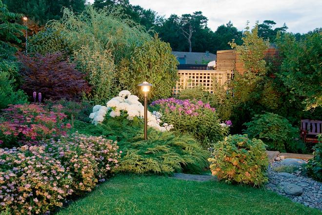 Благодаря террасированию сад кажется просторнее.