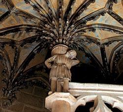 Один из символов Дижона — «Маленький садовник», подпирающий свод в готическом особняке Шамбеллан