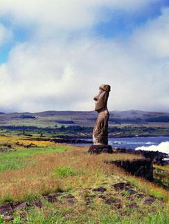 Статуи из спрессованного вулканического пепла в Чили