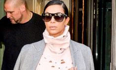 Ким Кардашьян надела рваный костюм Chanel