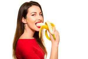 Диетологи выяснили, почему опасно есть бананы натощак