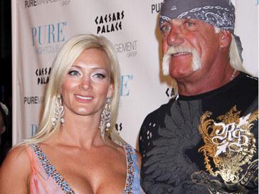 Халк Хоган (Hulk Hogan) и Дженнифер МакДэниэл (Jennifer McDaniel) поженились на пляже