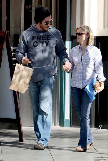 Риз Уизерспун и Джейк Гилленхаал во время шопинга в Лос-Анджелесе