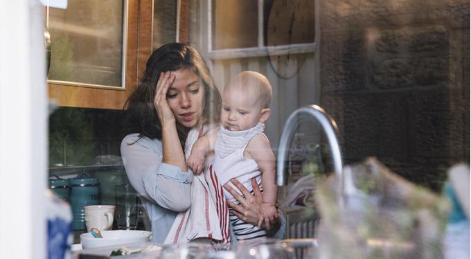 Послеродовая депрессия: что нужно знать близким