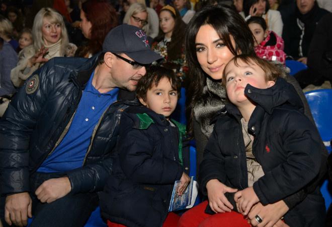 Певица Зара с детьми фото