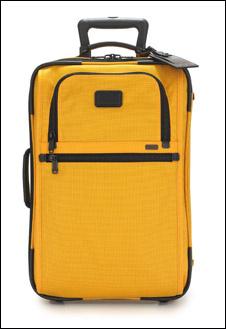Ярко-желтый чемодан Tumi заряжает энергетикой раскаленного пляжа с первых минут! Да здравствует песок и лучи солнца!