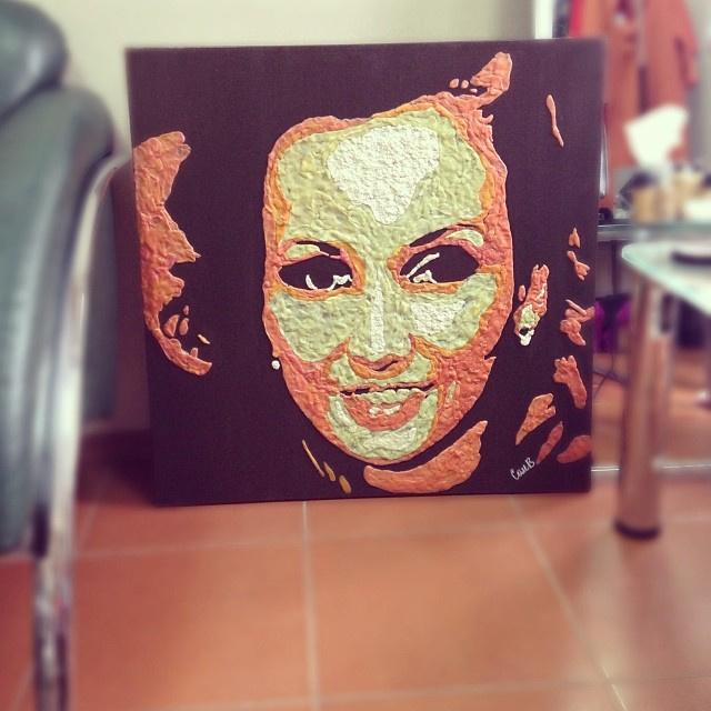 Анфиса Чехова на портрете из жвачки