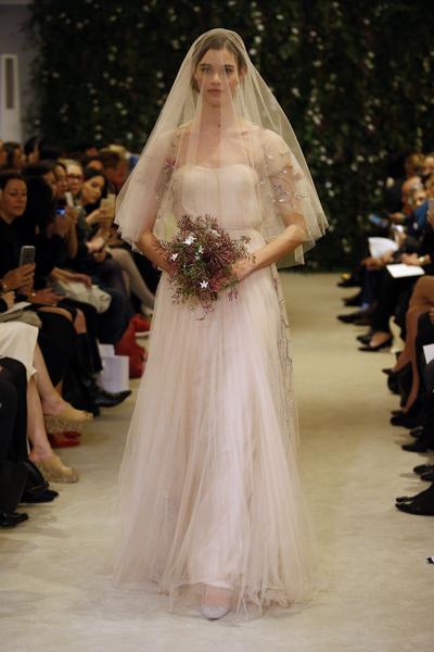 Показ Carolina Herrera на Неделе свадебной моды в Нью-Йорке | галерея [1] фото [21]