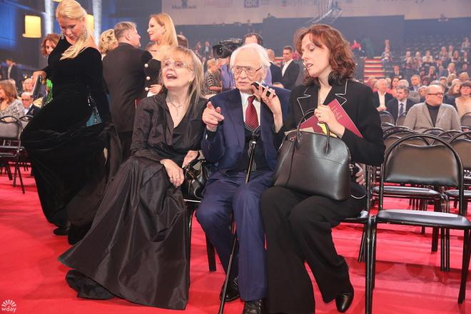 Золотой орел 2016: Владимир Наумов с женой и дочкой фото