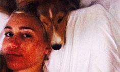 Сайрус спит с собаками