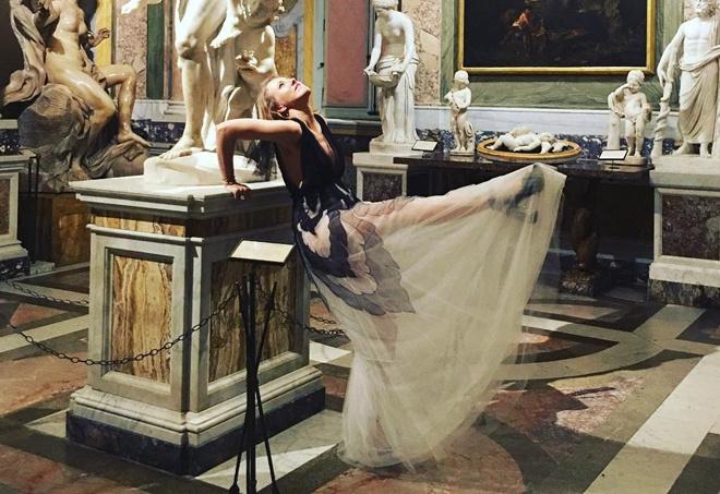 Беременная Собчак показала фигуру в прозрачном платье
