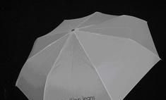 Calvin Klein раздает зонты