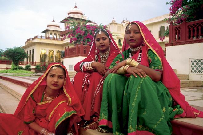 Каждая индианка — живая иллюстрация к Махабхарате или Рамаяне: и повседневные костюмы у них как для сцены.