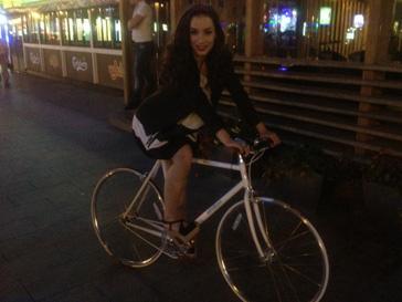 Виктория Дайнеко отлично проводит время с Артемом Королевым