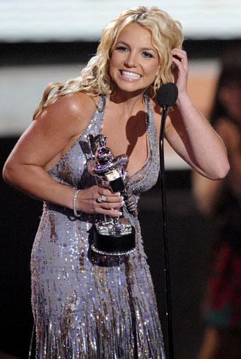 Для церемонии Бритни выбрала платье Versace