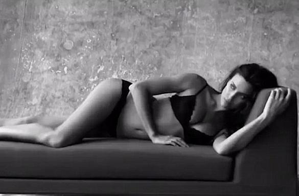 Ирина Шейк в купальнике, фото