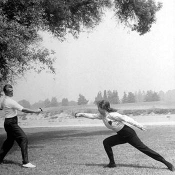 Главное в искусстве обращения со шпагой и рапирой – это не грубая физическая сила, а тактика и техника ведения боя.