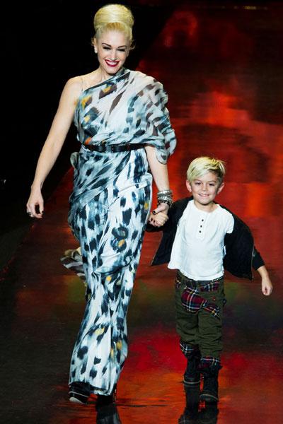 Гвен Стефани с сыном Кингстоном на показе коллекции L. A. M. B., 2011 год