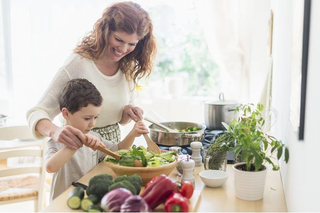 Орехи и злаковые каши - это полезные продукты от которых дети быстро набирают вес