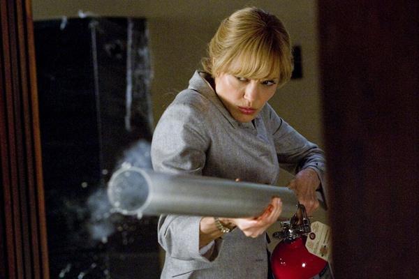«Солт» уже называют женской бондианой. Однажды Джоли заявила, что хотела бы почувствовать себя Бондом, и продюсеры ее услышали.