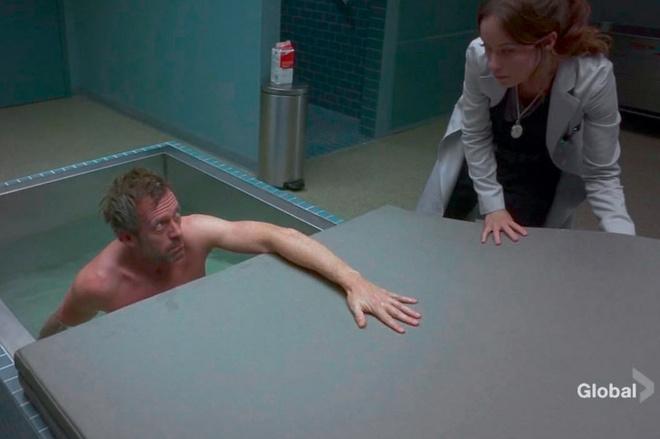 Во флоатинг-камере Доктор Хаус пытался вспомнить, что с ним произошло во время аварии