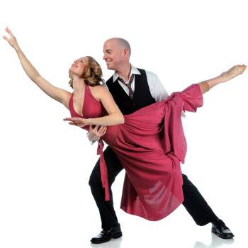 Танцы, бег и даже громкое пение быстро избавят от хандры.
