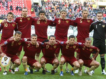 Сборная России по футболу откатилась на три позиции назад