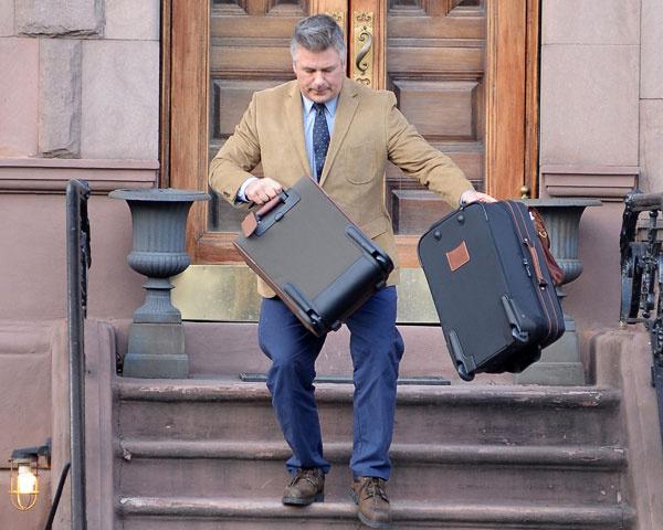 Алек Болдуин переезжает из Нью-Йорка