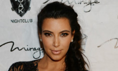 Ким Кардашьян бюстом отметила 45 млн подписчиков
