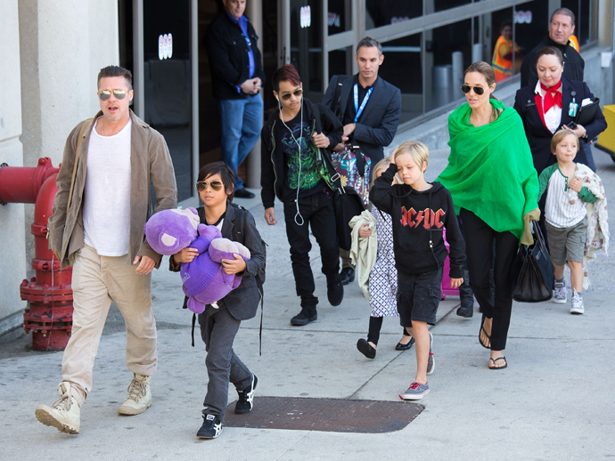 Няни детей Джоли иПитта: Звездное семейство напоминает коммуну хиппи