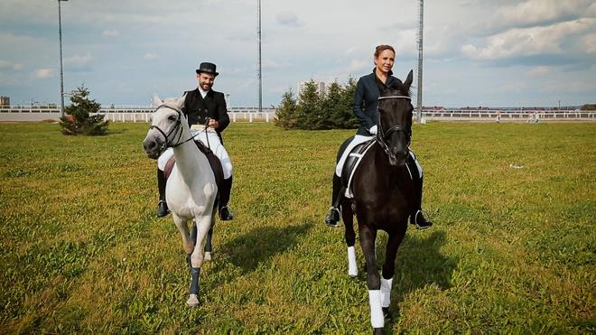 Певица МакSим на лошади
